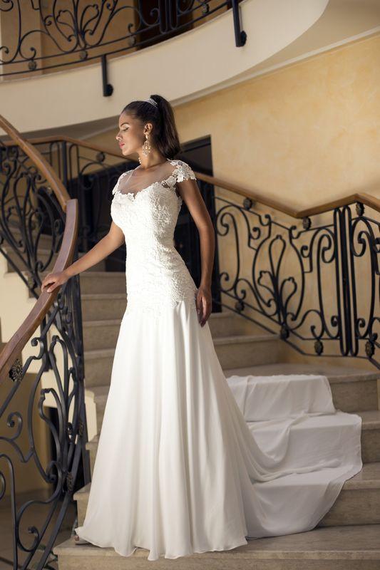 Abito da sposa modello Aurora, collezione Romantica