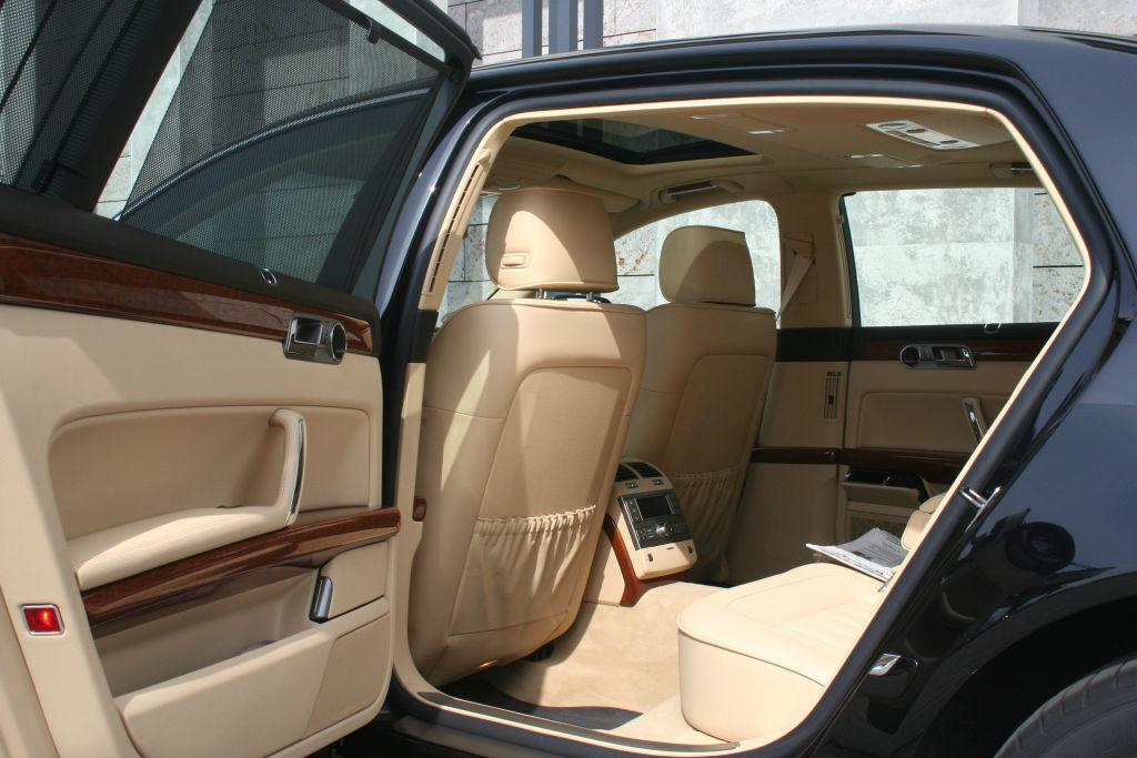 Beispiel: Einsteigen bitte, Foto: BBI Limousine.