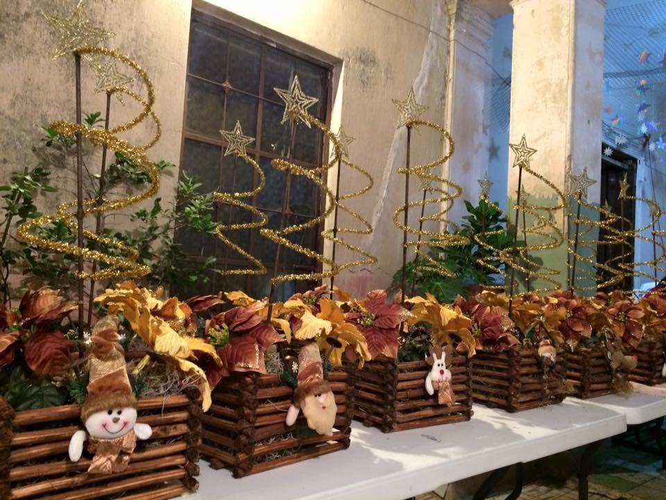 Entrega de centros de mesa navideños