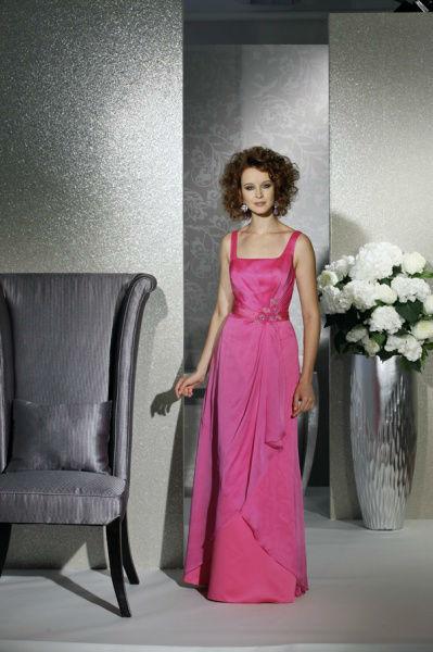 Beispiel: Immer mit dem neuesten Trend, Foto: Bea's Brautmode Festkleider.