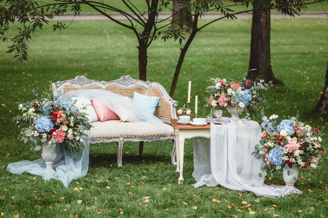 Фотозона для завтрака жениха и невесты на свадьбе Александра и Ольги в стиле