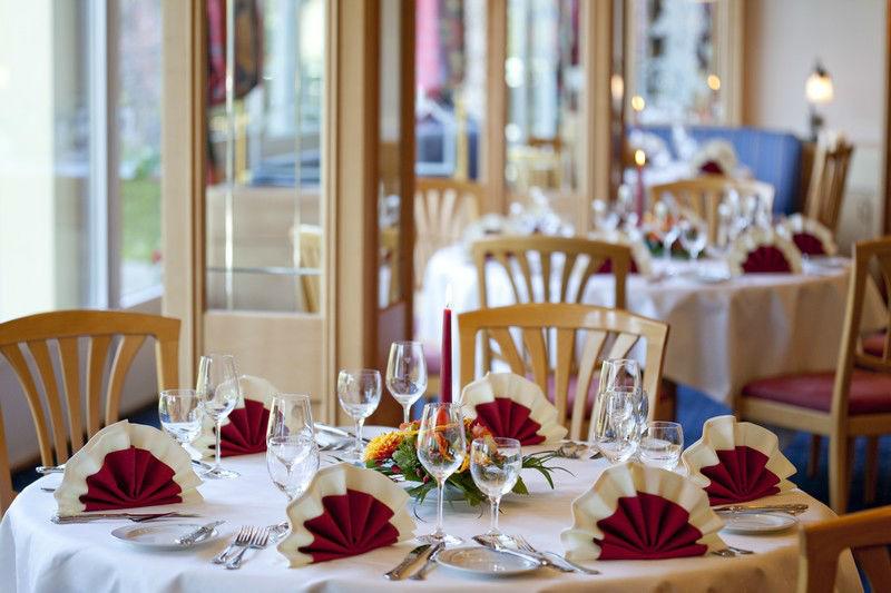 Beispiel: Hochzeitsgedeck, Foto: Hotel Weis.