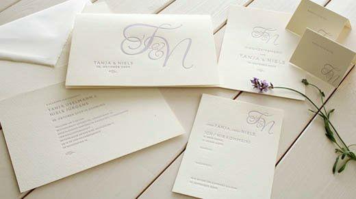 Beispiel: Hochzeitspapterie Monogramm, Foto: Honeybird.