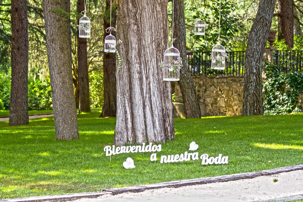 Árbol jaulas de bienvenida