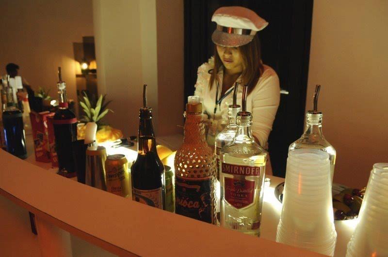 Tay Bartender Girl