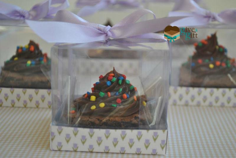 Brownie com cobertura de brigadeiro gourmet.