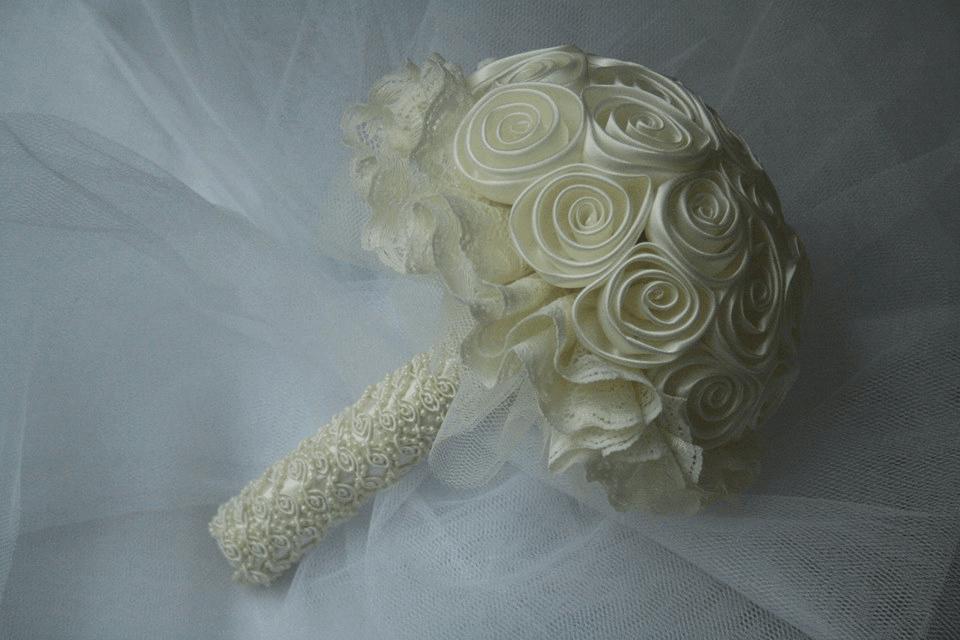 Brooch bouquet peru