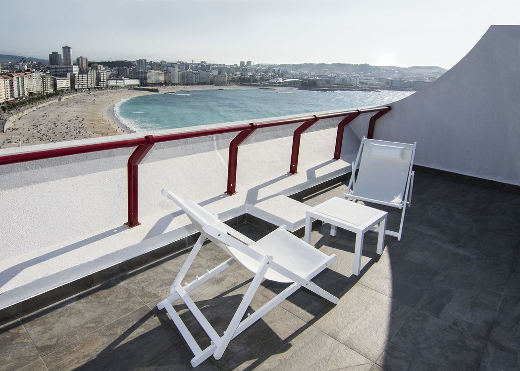 Mobiliario en las terrazas de la Junior Suite y Grand Suite, ambas Dúplex con Vista Mar