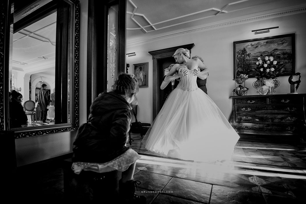 zdjęcia ślubne podczas przygotowań do ślubu w Kołobrzegu