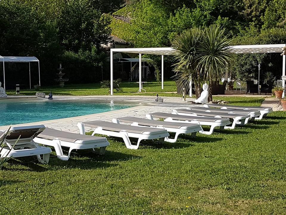 Terrasses extérieures bordure de piscine
