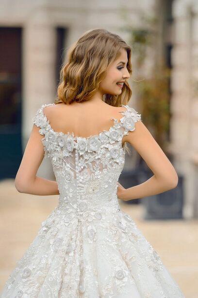 Шикарное свадебное платье с 3D вышивкой, которое расшито камнями и бусинами