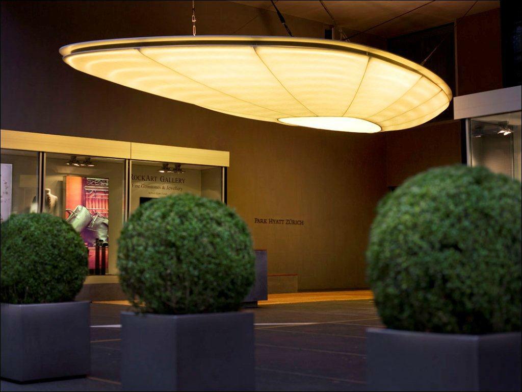Beispiel: Eingangsbereich des Hotels, Foto: Park Hyatt Zürich Hotel.