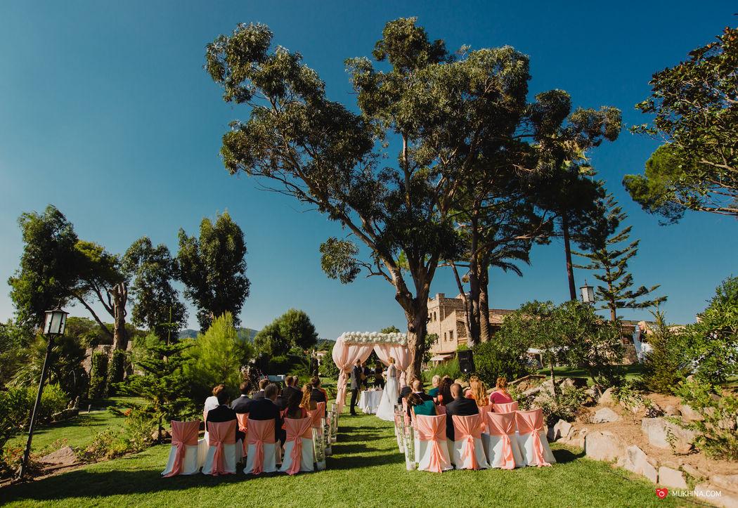 Свадьба в средневековом замке Mas Falet 1682 в Испании, Наталина и Николай. Фотограф Екатерина Мухина.