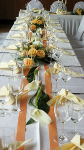 Beispiel: Tischdekoration, Foto: Blumen-Heidi - Die Floristen-Werkstatt.