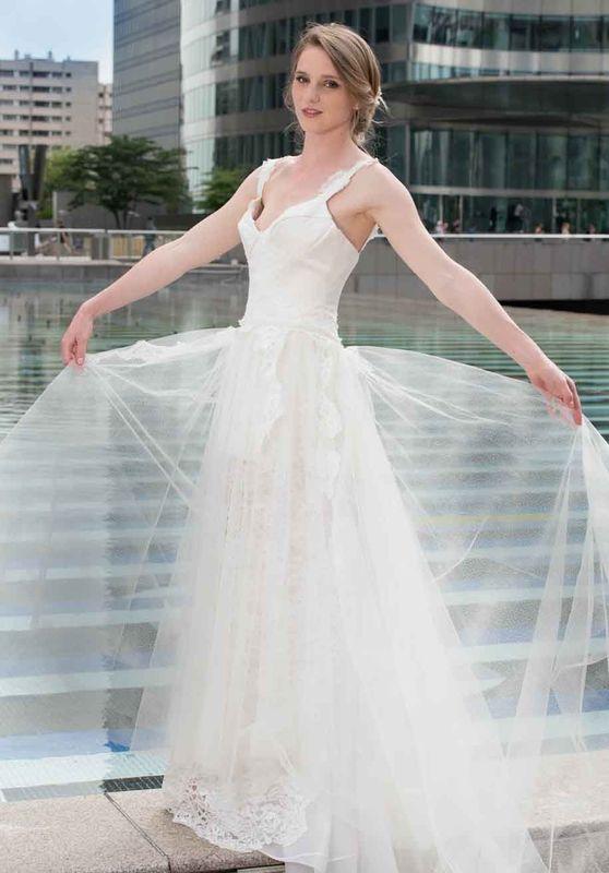 Beaumenay Joannet Paris - Robe de mariée avec bustier en dentelle et sur jupe en tulle brillant