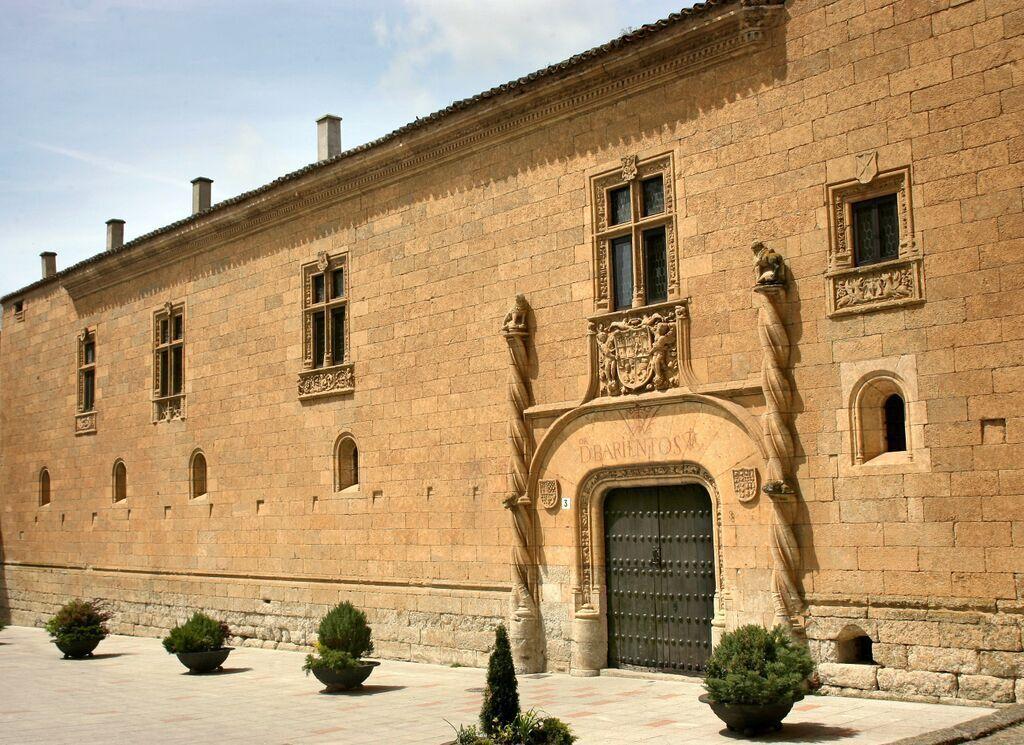 Fachada. Palacio de Montarco