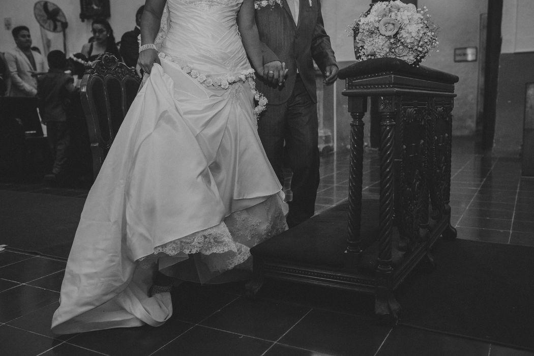 Novios Mar y Amor Weddings
