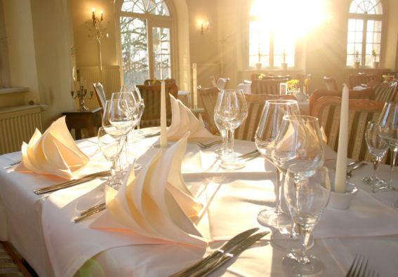 Beispiel: Bankett - Tischgedeck, Foto: Restaurant & Café Drachenhaus.