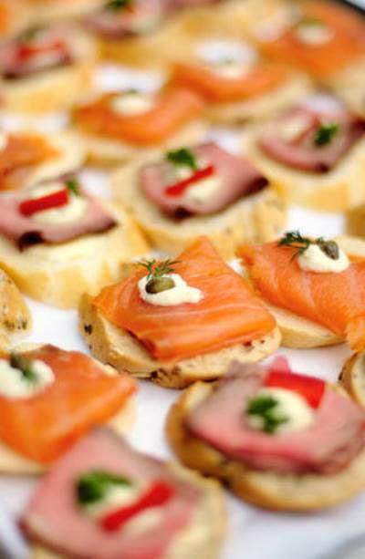Beispiel: Warmen und kalte Buffet-Platten, Foto: Best Catering.com.