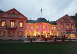 Beispiel: Vorderansicht bei Nacht, Foto: Villa Eugenia.