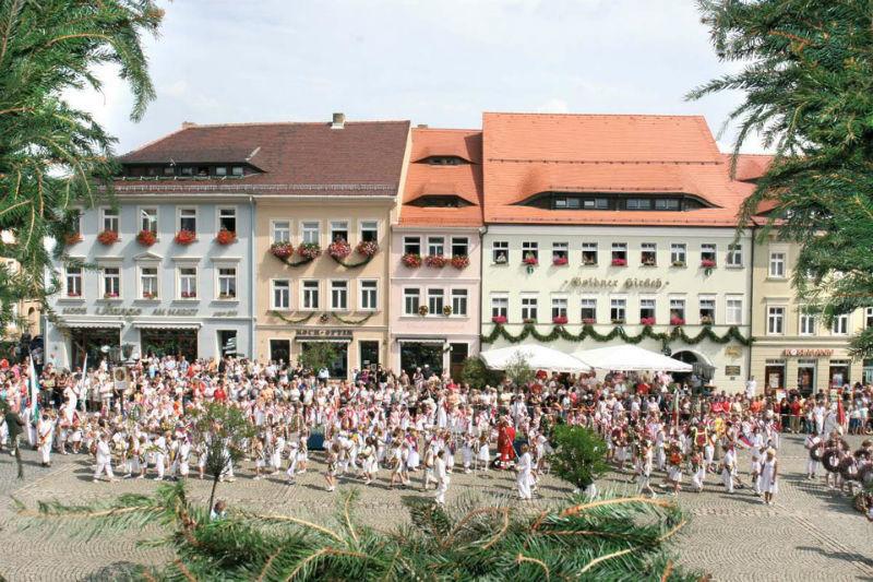 Beispiel: Vorderansicht, Foto: AKZENT Hotel Goldener Hirsch.