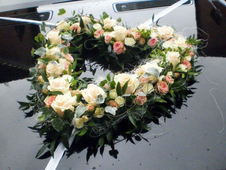 Beispiel: Floraler Autoschmuck, Foto: Vergiß mein nicht.