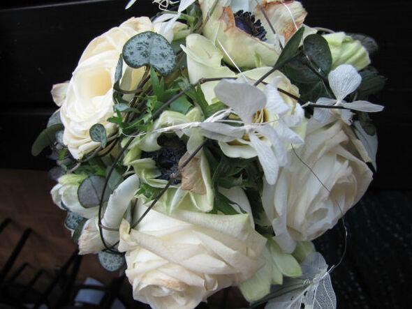 Beispiel: Weißer Brautstrauß, Foto: Die Blumenbinderin.