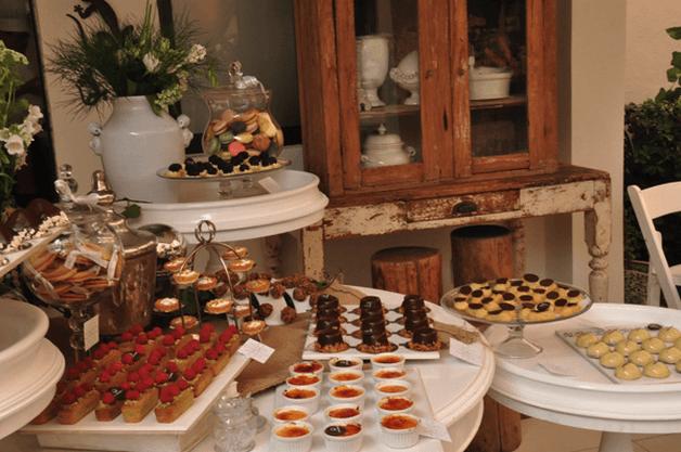 Montaje de mesa de postres con base en las tendencias de la temporada - Foto Le Macaron Boutique