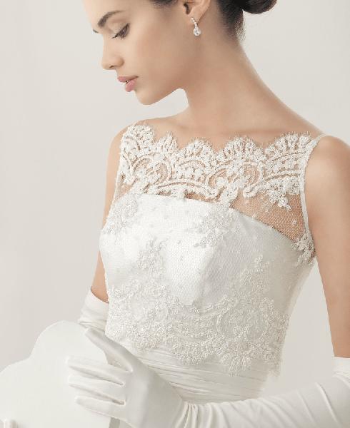 Beispiel: Hochzeitskleid, Foto: Petsch Brautmoden.
