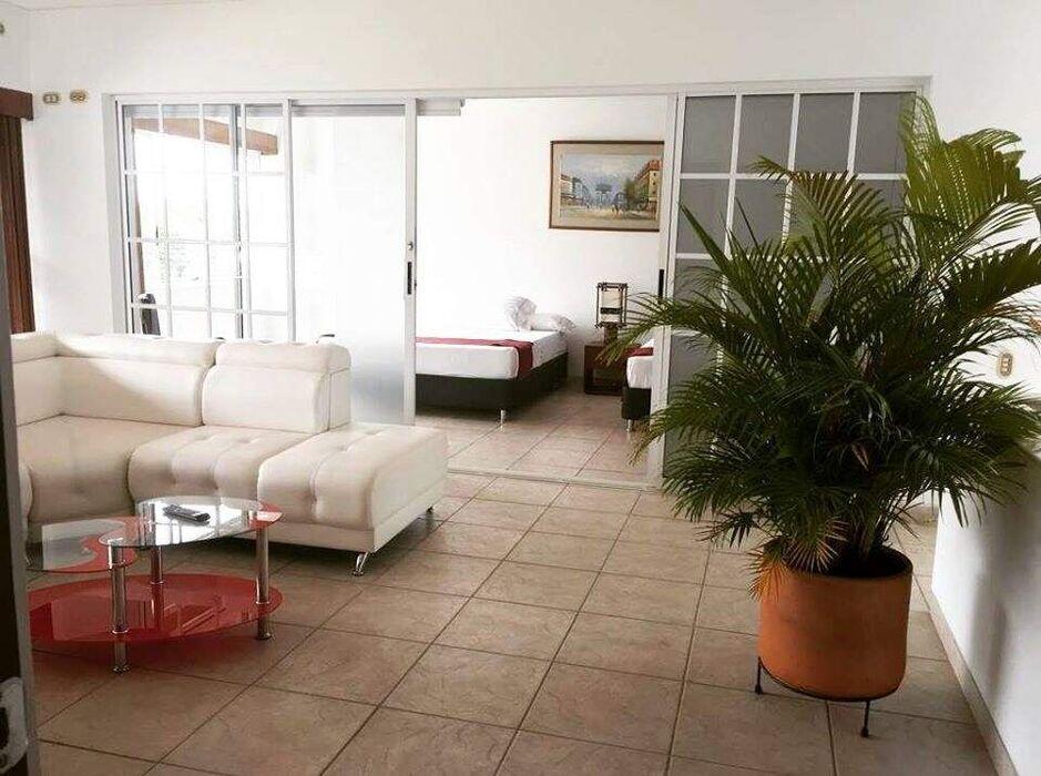 Hotel Jardin El Lago