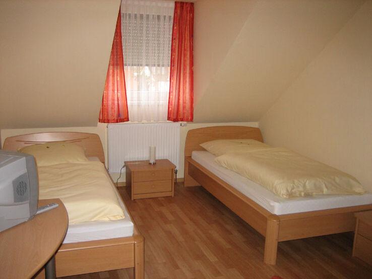 Beispiel: Pensionszimmer, Foto: Gasthof Peterwirt.