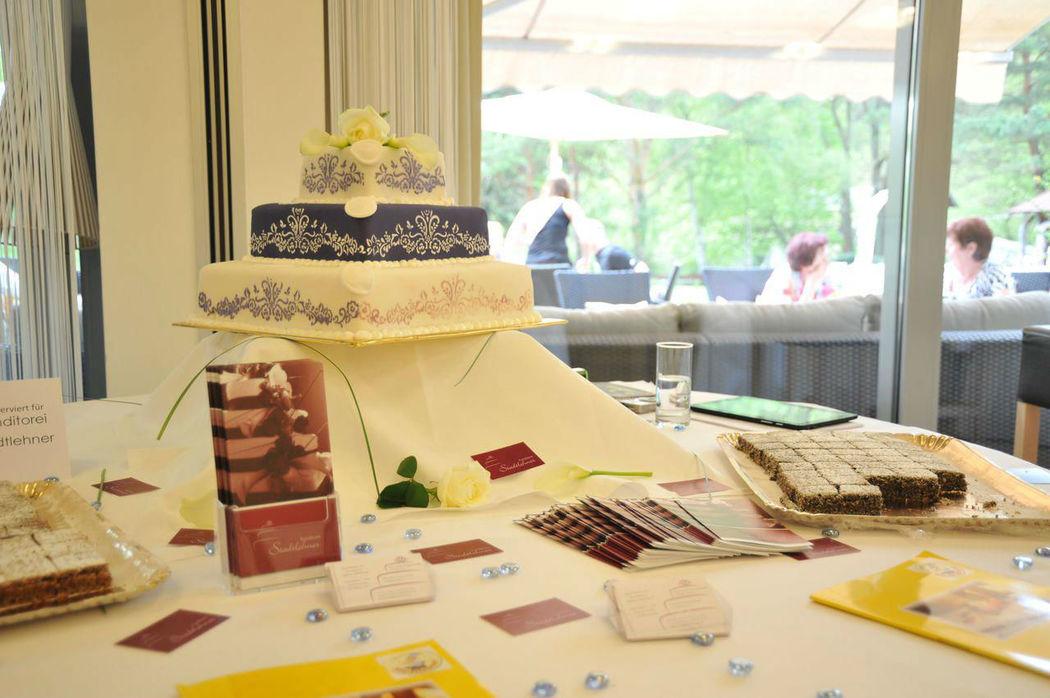 Beispiel: Köstlichkeiten und tolle Ideen für die Hochzeitstorte, Foto: Hotel Krainerhütte.