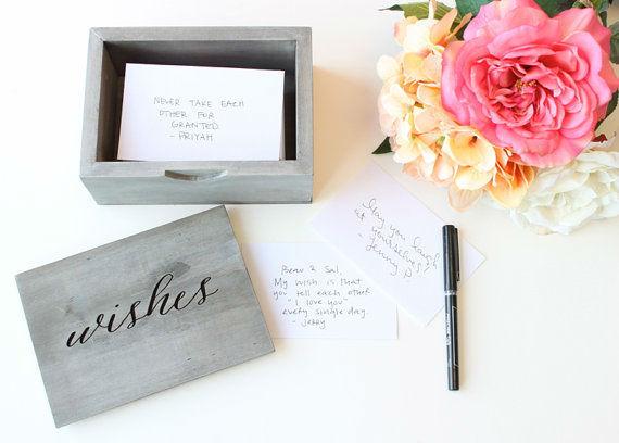 Alternative Guestbook Idea - Cassetta con cartoncini personalizzati per raccogliere dediche e firme dei vostri invitati