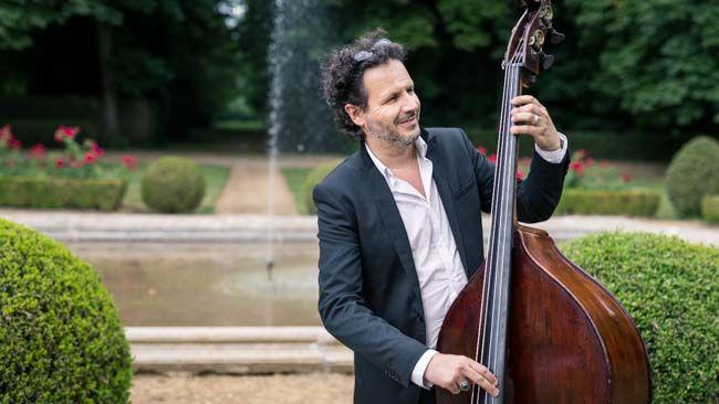 Laurent contrebassiste jazz manouche mariage http://www.jazz-manouche.clementreboul.com/