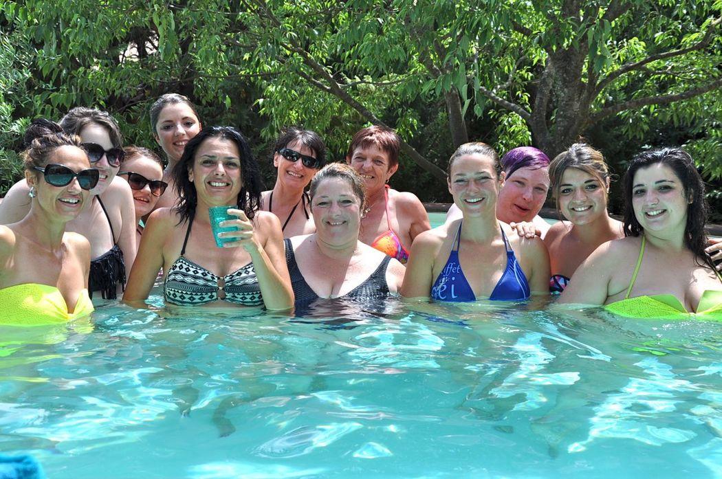 filles et piscine