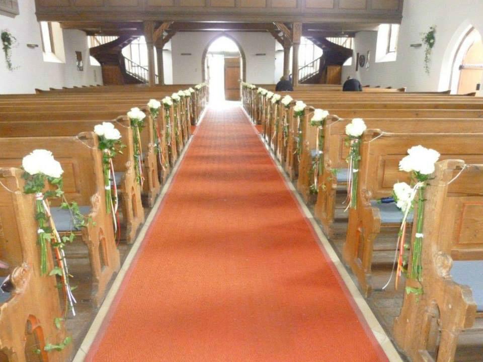 Beispiel: Kirchendekoration, Foto: Blumen Kuhn Floraldesign.