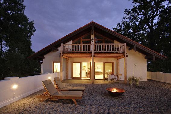 Beispiel: Außenansicht Sonnenstudio, Foto: Chiemgauhof.
