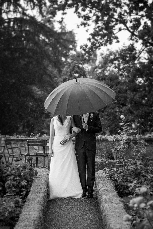 Schöne Hochzeitsfotos auch bei Regen