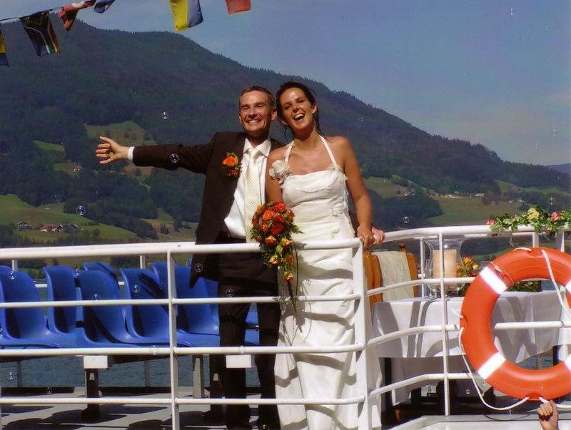 Beispiel: Brautpaar auf dem Schiff, Foto: Mondsee Schifffahrt.