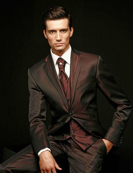 Beispiel: Verschiedene Farbtöne zur Auswahl, Foto: Mery's Couture Herrenmode.