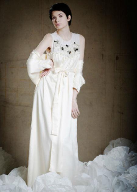 Beispiel: Geheimnisvolle Brautkleider, Foto: Lili Maras.