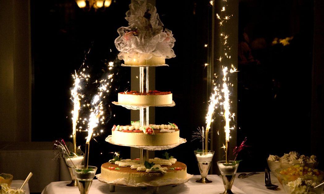 Beispiel: Hochzeitstorte, Foto: Hotel Restaurant Vogelsang.