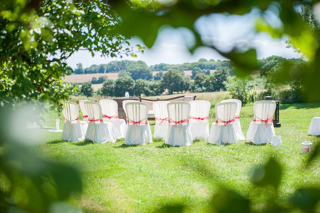Ceremonie in de tuin van Domaine de Savigny