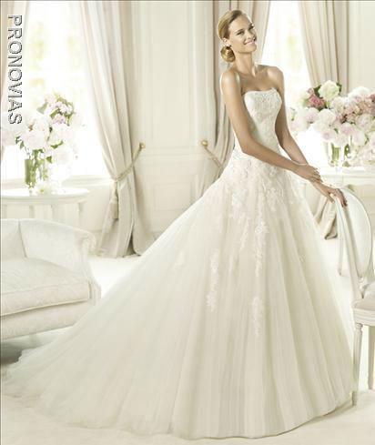 Beispiel: Brautkleid der Marke Pronovias, Foto: Dolce Vita.
