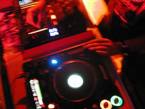 Beispiel: Mischpult, Foto: The DJ.