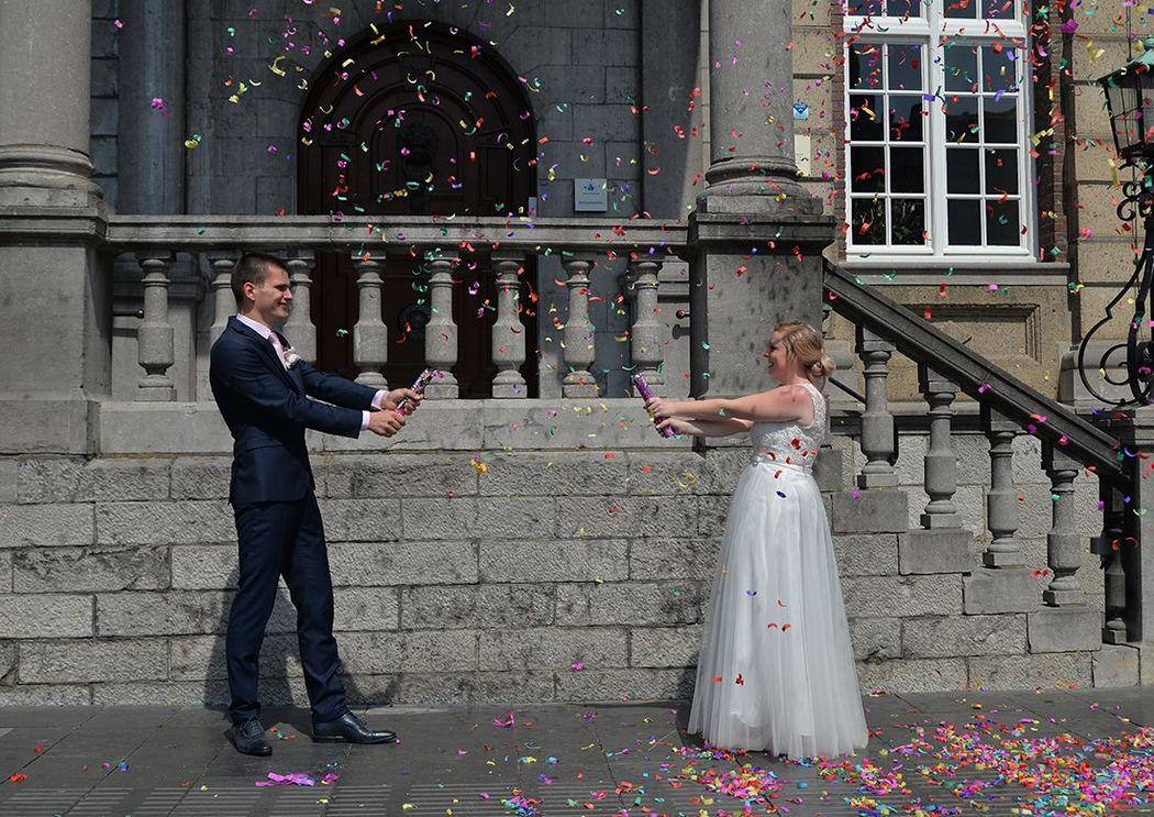 Ook heel leuk, confetti-kanonnen, eerst overvielen de gasten het bruidspaar ermee, en daarna ging het bruidspaar elkaar te lijf. Leverde hele gave foto's op!