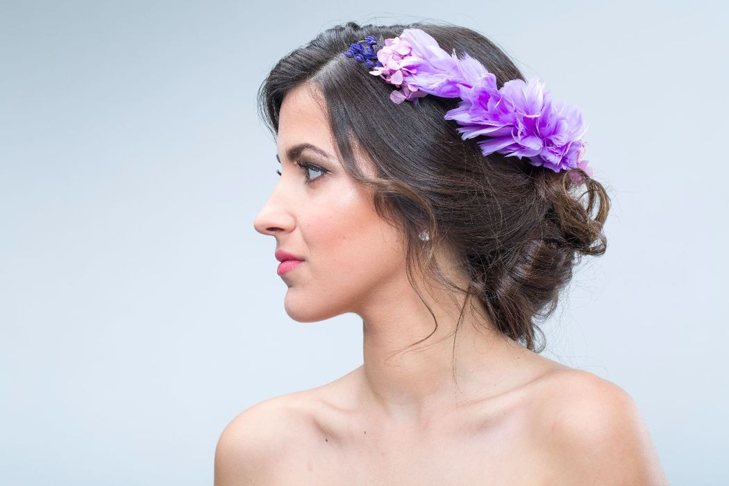 Semi-tiara de novia, con flores como hortensias y lavanda, naturales preservadas.