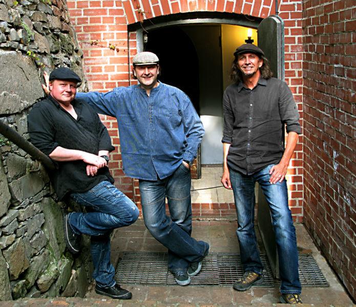 Beispiel: Bandmitglieder, Foto: An Beal Bocht.