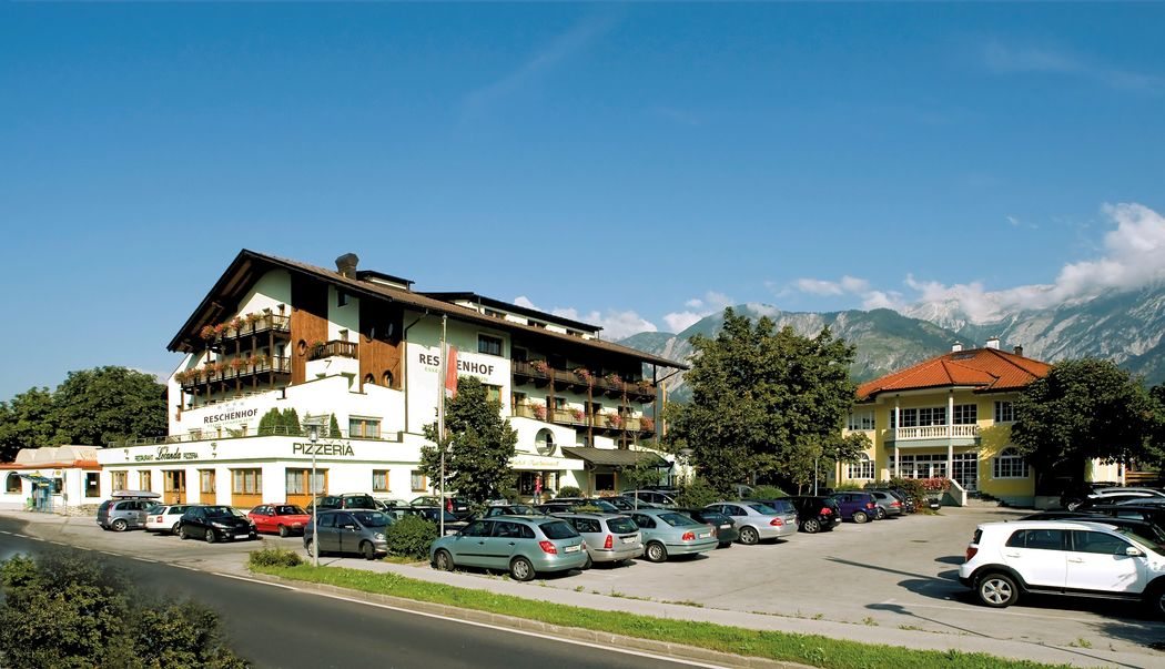 Zufahrt zum Reschenhof (c) Hotel