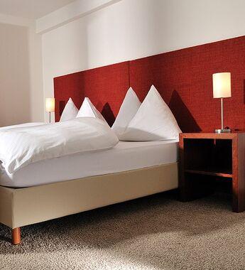 Beispiel: Hotelzimmer, Foto: Parkhotel Waldheim am Sarnersee.